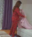 ask_laftan_anlamaz_20_bolum_hayat_pijama_takimi_tivitrin